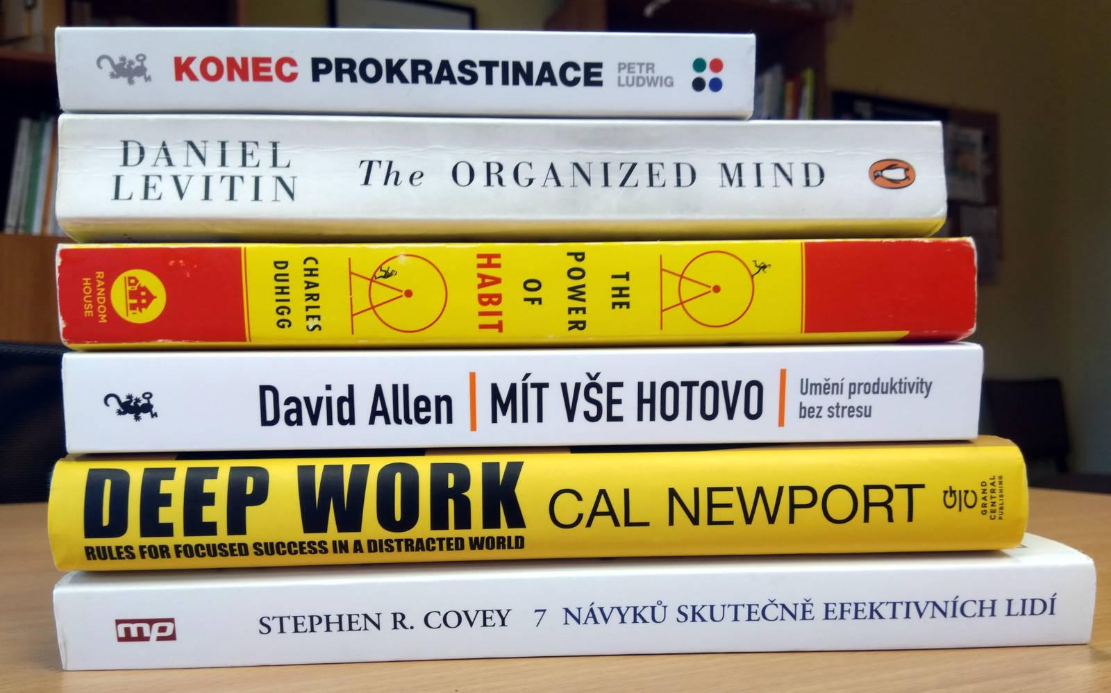 Tohle je výběr knížek z oblasti osobního rozvoje, které opravdu vřele doporučujeme. Až na Organized Mind jsou všechny dostupné v češtině a většina i jako e- či audioknihy.